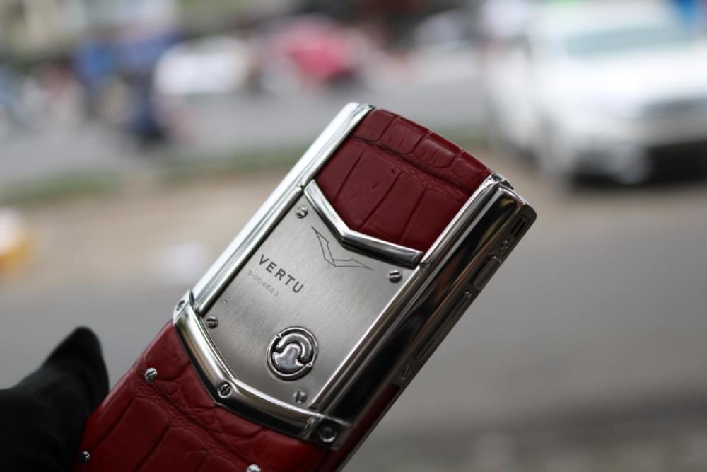 Vertu Signature S Silver Red Alligator 3